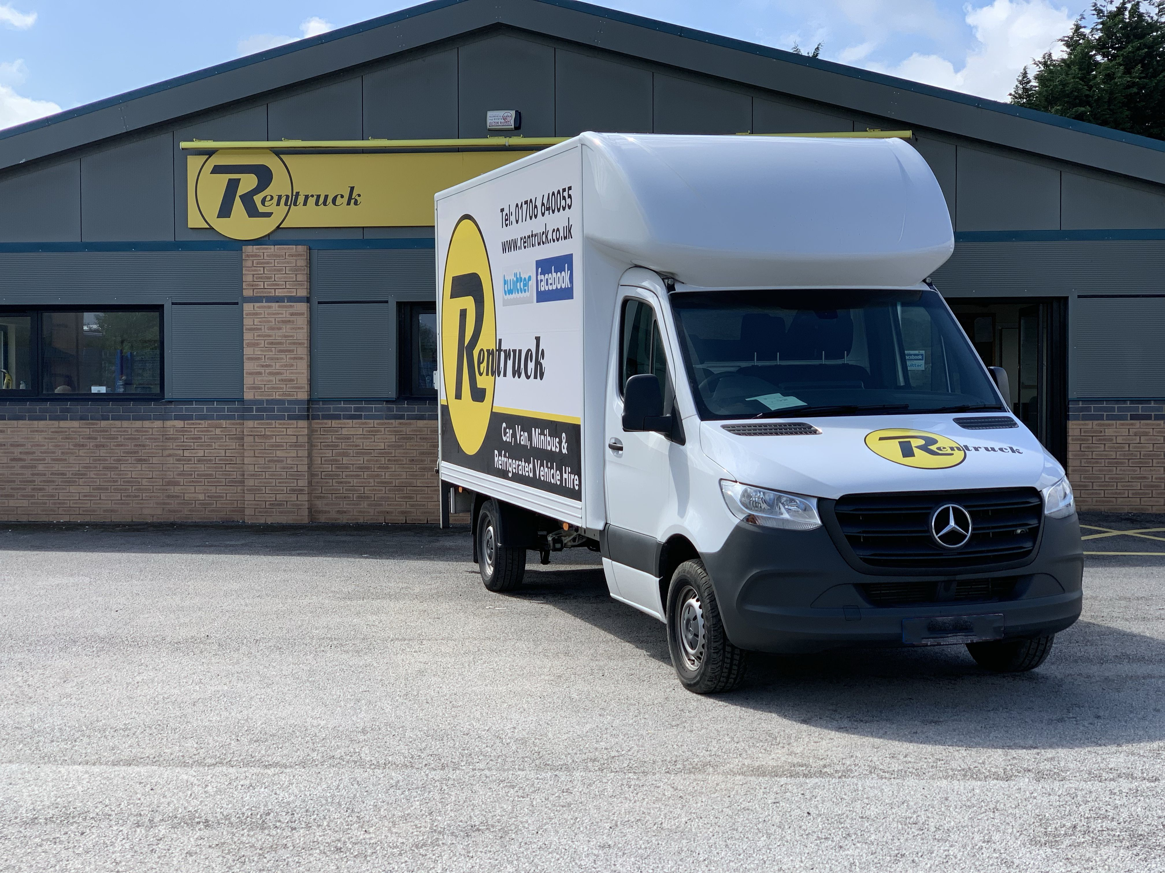 Mercedes Benz Sprinter Luton Box Van With Tail-Lift