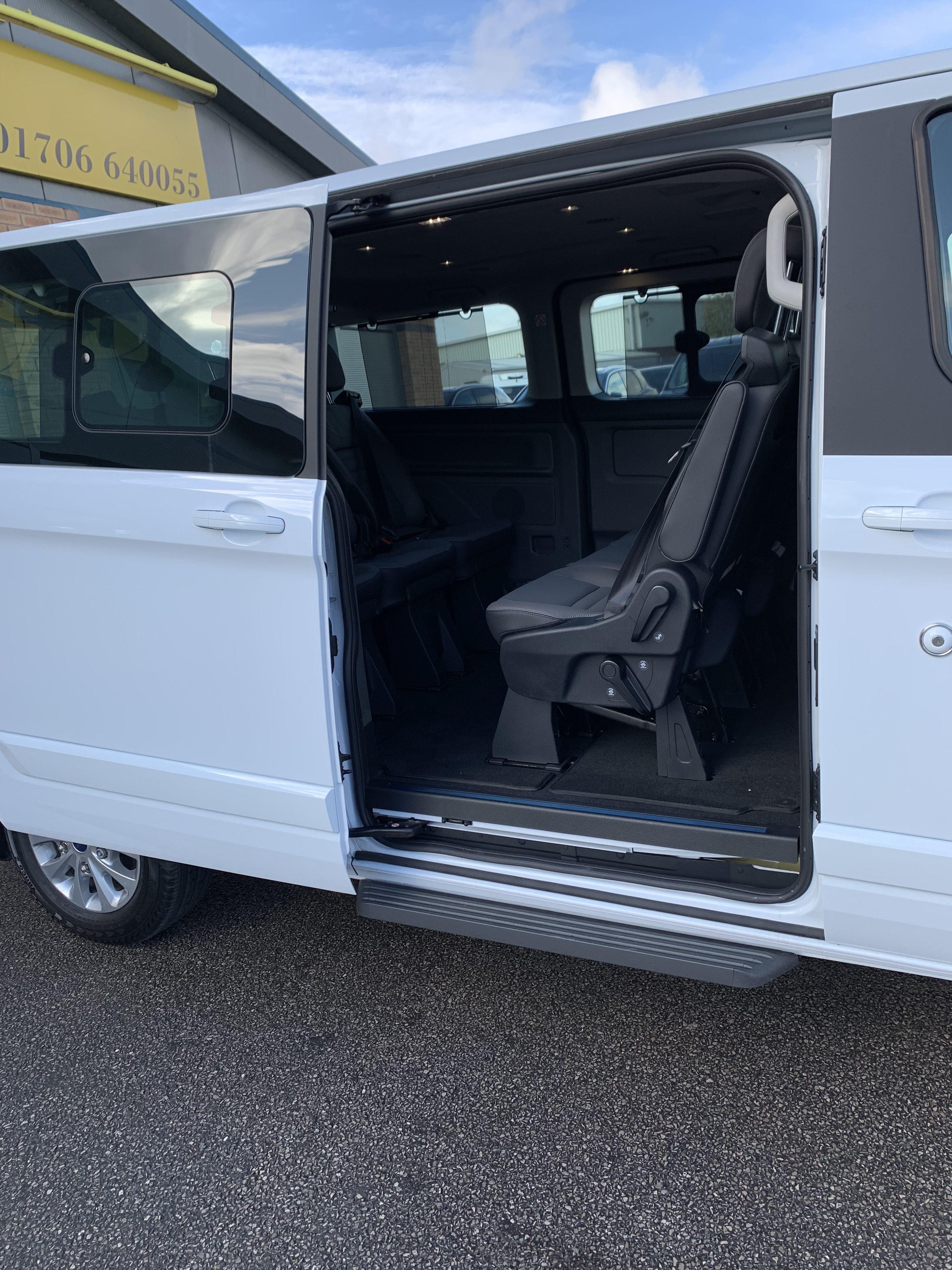 Ford Transit Tourneo Custom (9-Seater)
